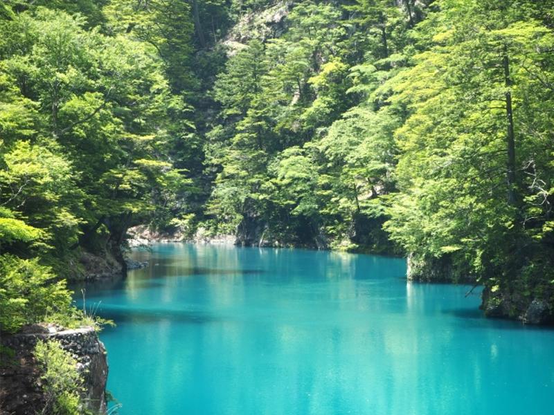 寸又峡ダム湖の碧
