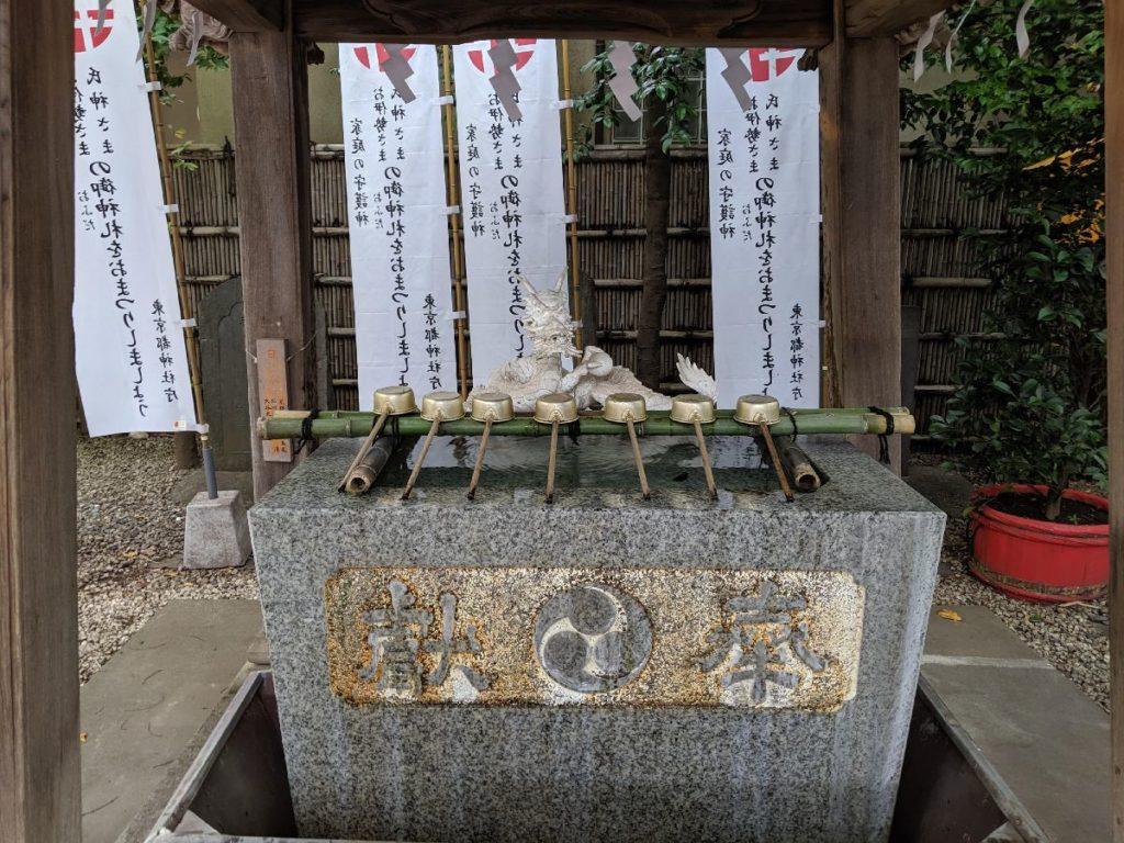 田無神社手水舎と白龍神