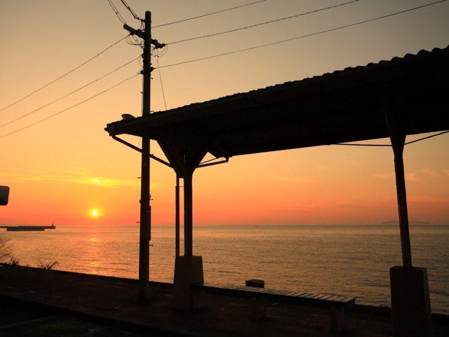 愛媛 海 駅