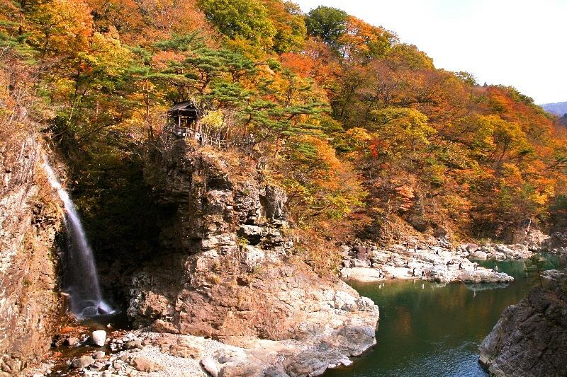 龍王峡_虹見の滝紅葉