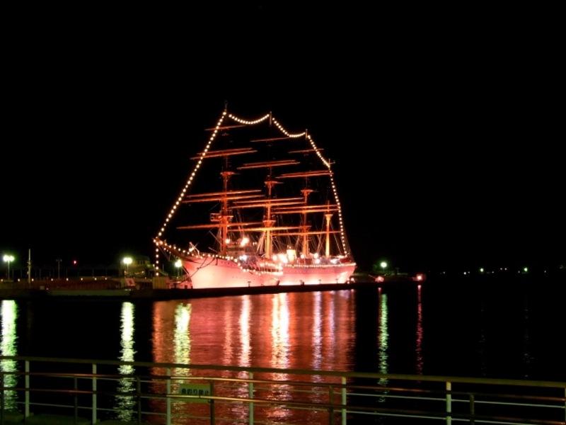 海王丸ライトアップ画像
