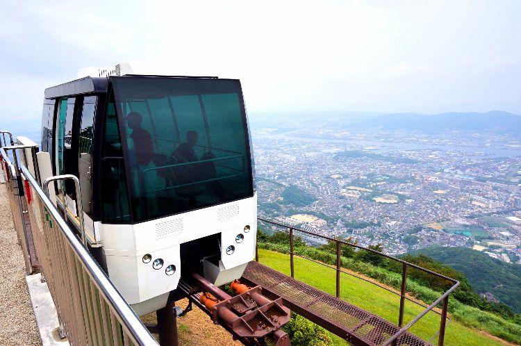sarakurayama_ slope_car