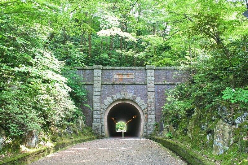 弥彦公園_トンネル_003