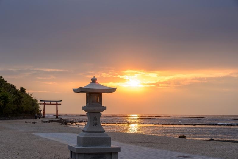 青島神社と朝陽画像