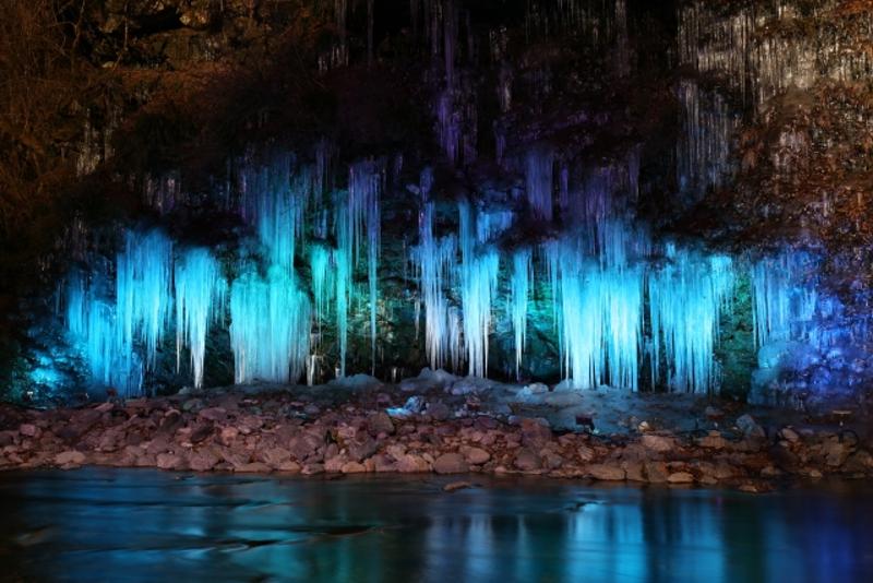 三十槌の氷柱ライトアップ画像