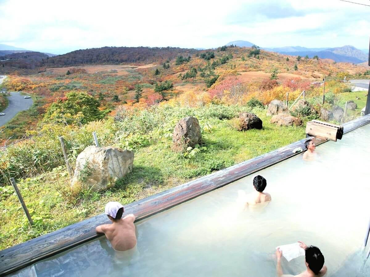 須川温泉で絶景入浴!栗駒山の紅葉の見ごろや登山情報も紹介