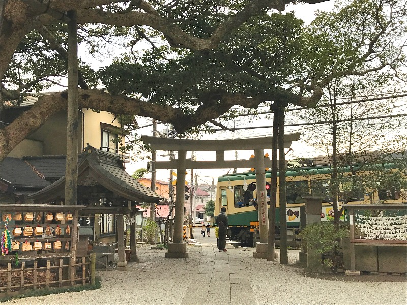 御霊神社_鳥居_江ノ電_002