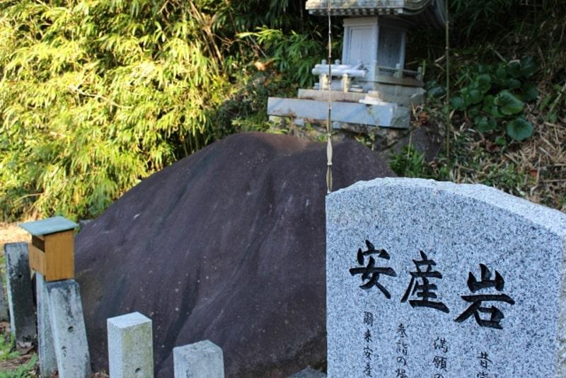 倭文神社 安産岩