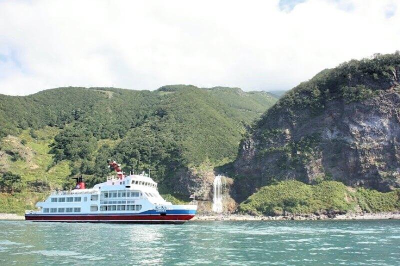 知床観光船オーロラ号(斜里町観光協会提供)