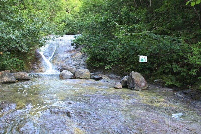 カムイワッカ湯の滝_002(斜里町観光協会提供)