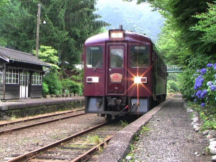 わたらせ渓谷鐵道 沢入駅(群馬) | 2019年あじさい祭り・見頃情報