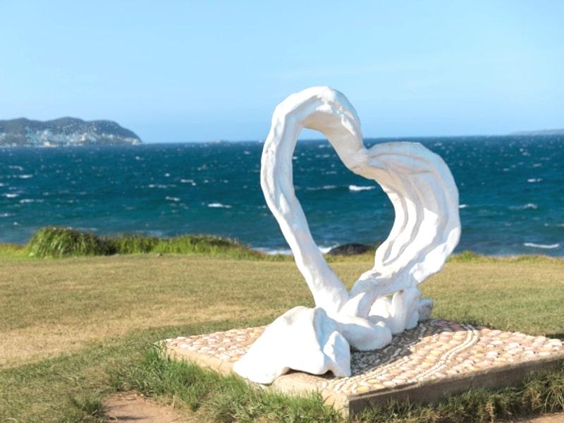 波戸岬ハートのオブジェ
