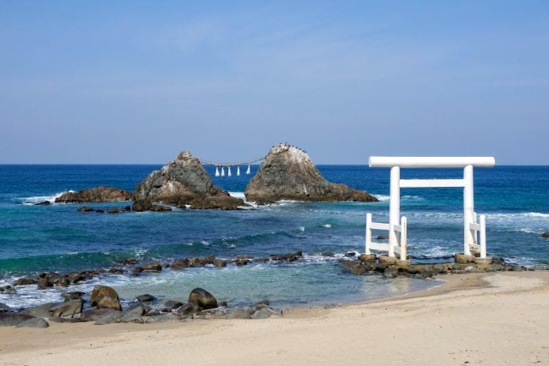 夫婦岩と海中鳥居(糸島)